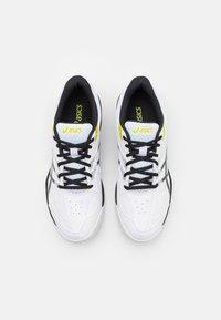 ASICS - COURT SLIDE 2 - Tenisové boty na všechny povrchy - white/black - 3