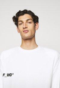 F_WD - Print T-shirt - white/black - 4