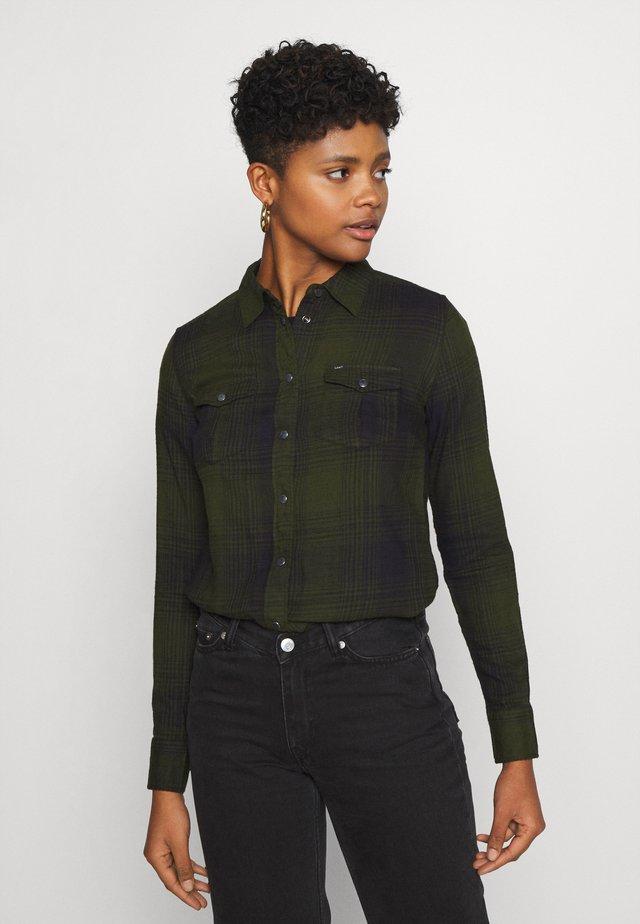 REGULAR WESTERN SHIRT - Overhemdblouse - serpico green