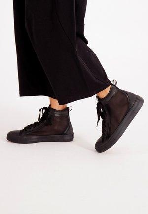 NAKED MID TOP - Höga sneakers - black