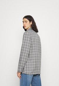 Mennace - BREEZE DOUBLE BREASTED CHECK SUIT JACKET - Blazer jacket - grey - 2