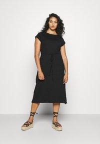 ONLY Carmakoma - CARAPRIL LIFE STRING DRESS - Žerzejové šaty - black - 0