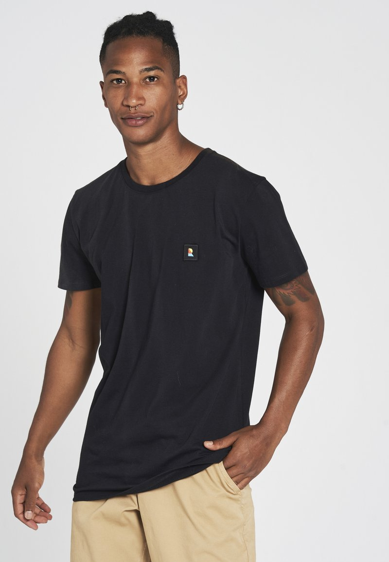 recolution - RECO BADGE - Basic T-shirt - black