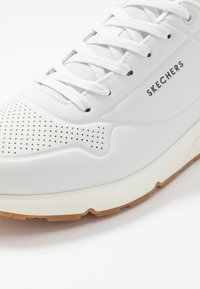 Skechers - UNO - STAND ON AIR - Sneakers laag - white - 5