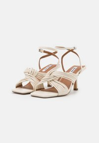 NA-KD - MULTISTRAP KNOT HEELS - Sandály - offwhite - 2