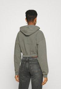 BDG Urban Outfitters - SUPER CROP ZIP HOODIE - Zip-up hoodie - sage - 2