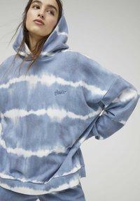 PULL&BEAR - Hoodie - mottled blue - 4