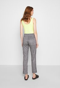 Replay - Trousers - natural white/black/camel - 2