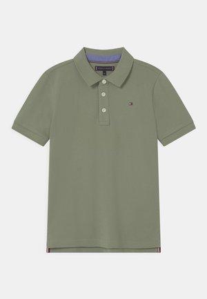 ESSENTIAL REGULAR FIT - Koszulka polo - spring olive