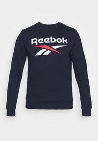 IDENTITY CREW GRAPHIC - Sweatshirt - vector navy/white/vector red