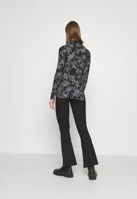 Vero Moda - VMFEABI - Langærmede T-shirts - black/filip - 2