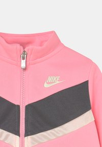 Nike Sportswear - GO FOR GOLD SET - Trainingsvest - arctic punch - 3