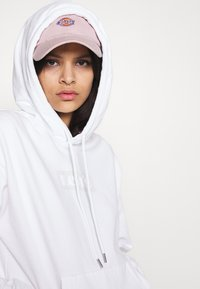 Levi's® - GRAPHIC HOOD - Sweatshirt - white - 3