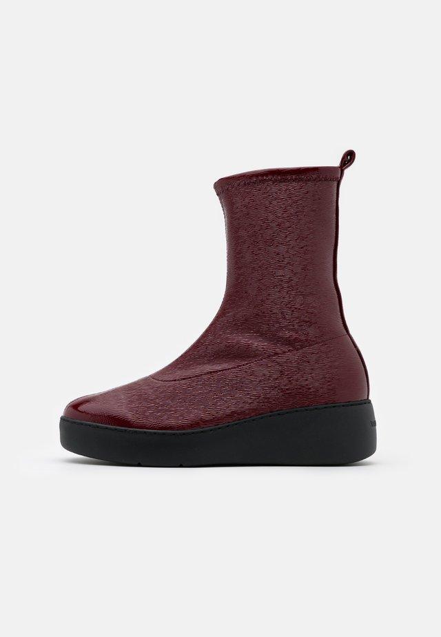 Platform ankle boots - master rojo