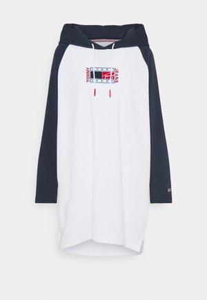 TIMELESS FLAG HOODIE DRESS - Robe d'été - white/multi