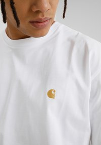 Carhartt WIP - CHASE  - Basic T-shirt - white/gold - 4