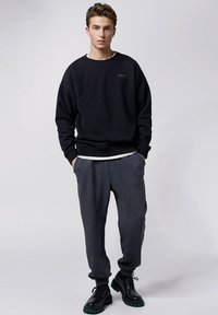 Tigha - COSMO - Tracksuit bottoms - vintage black - 1