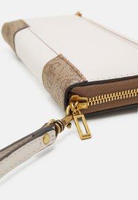 Guess - MIKA LARGE ZIP AROUND - Wallet - brown - 4