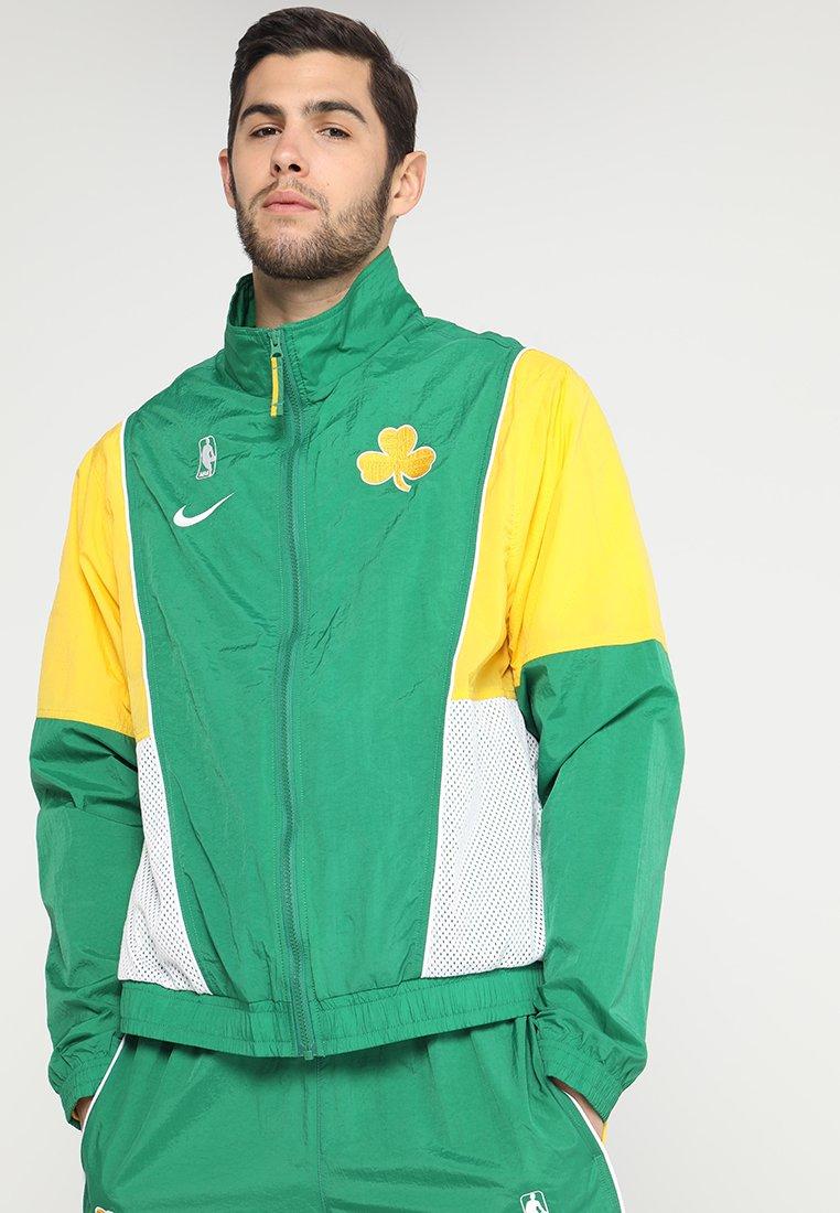 Nike Performance - NBA BOSTON CELTICS COURTSIDE TRACKSUIT - Pelipaita - clover/amarillo/white