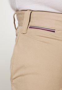 Tommy Hilfiger - BROOKLYN LIGHT  - Shorts - beige - 5