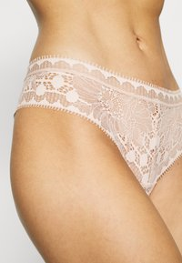 Chantelle - DAY TO NIGHT - Thong - beige doré - 4
