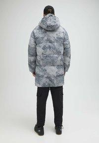 PULL&BEAR - Zimní kabát - mottled light grey - 2
