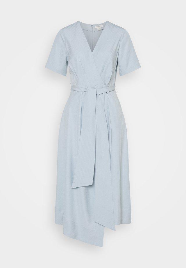 WRAP SHORT SLEEVE DRESS - Korte jurk - blue