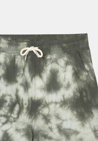 Cotton On - HENRY SLOUCH 2 PACK - Teplákové kalhoty - swag green/steel - 3