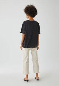 PULL&BEAR - MIT RAMONES-POSTER - Print T-shirt - dark grey - 2