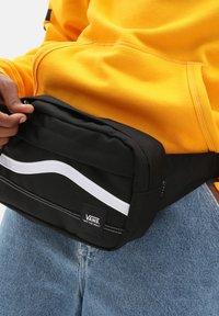 Vans - UA CONSTRUCT CROSS BODY - Bum bag - black/white - 0