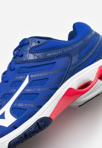 Mizuno - WAVE VOLTAGE - Volleyball shoes - reflex blue/white - 5
