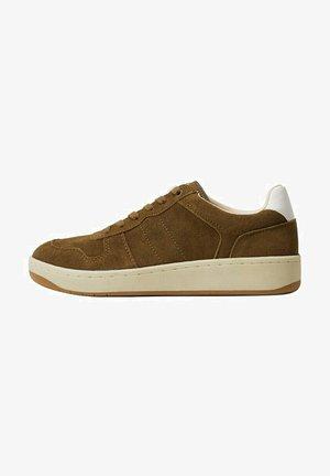 Sneakers laag - sandfarben