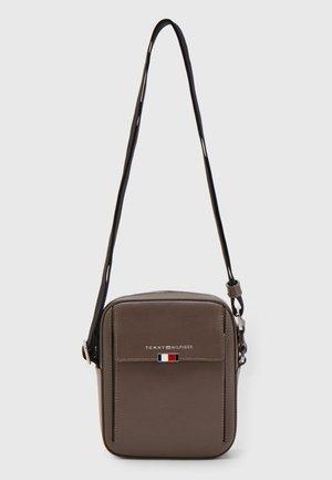 BUSINESS MINI REPORTER - Across body bag - hazy brown