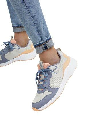 Sneakers laag - ink