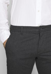 Selected Homme - SLHSLIM ARVAL PANTS - Trousers - grey - 3
