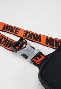 Nike Sportswear - ADVANCE - Bandolera - black/white - 7