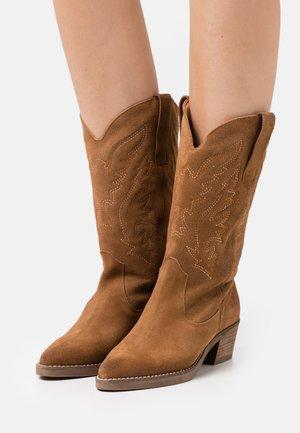 TEO - Cowboy/Biker boots - afelpado avellana