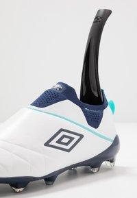Umbro - MEDUSÆ III ELITE FG - Moulded stud football boots - white/medieval blue/blue radiance - 5
