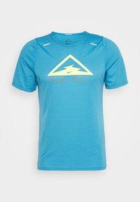 RISE TRAIL - T-shirt med print - laser blue/barely volt