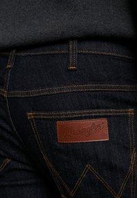 Wrangler - LARSTON - Slim fit jeans - dark rinse - 4