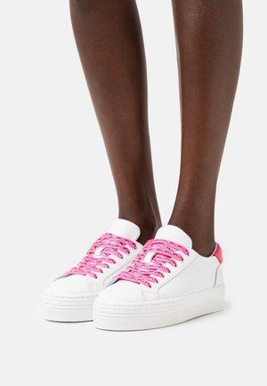EYESTAR  - Joggesko - white/pink fluo