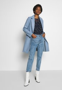 Lost Ink - TOMBOY POWDER WASH - Jeans Relaxed Fit - light denim - 1