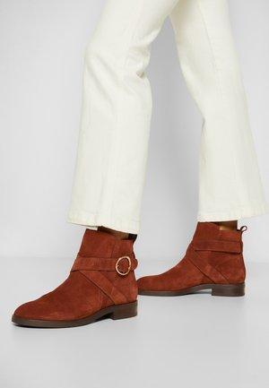 LYNA - Kotníkové boty - cognac