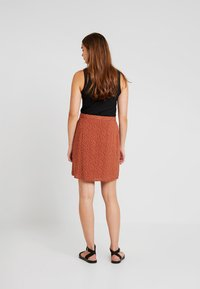Object - Mini skirt - brown patina/white - 3