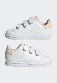adidas Originals - STAN SMITH ORIGINALS PRIMEGREEN SHOES UNISEX - Sneakers basse - ftwr white/haze coral/ftwr white - 6