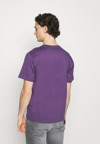 Levi's® - FIT TEE - T-shirt con stampa - lilac - 2