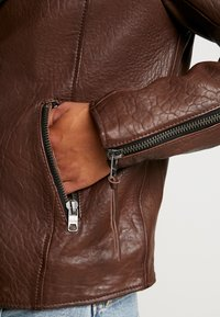 Tigha - FALCO - Veste en cuir - dark brown/beige - 4