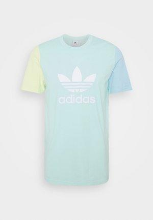 BLOCKED TREF UNISEX - Print T-shirt - clear mint/yellow tint