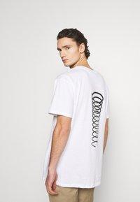 Night Addict - T-shirt med print - white - 0