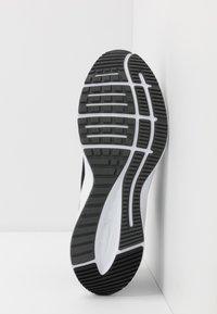 Nike Performance - QUEST 3 - Neutrala löparskor - black/white/iron grey - 4